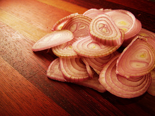 sliced-shallots-small